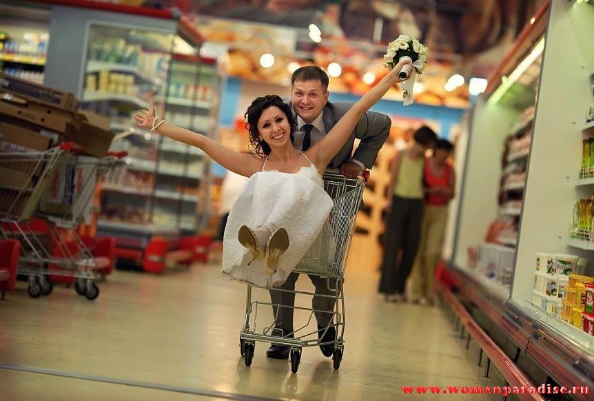 прикольная свадьба  в супермаркете