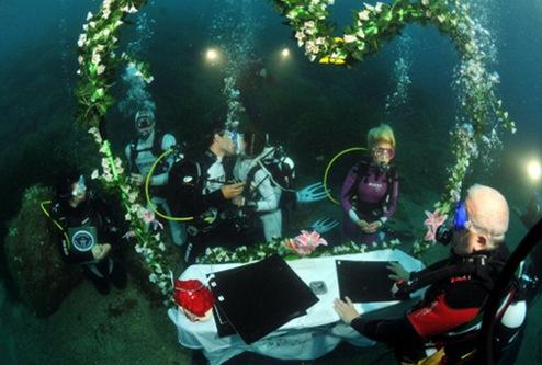 прикольная свадьба с аквалангами