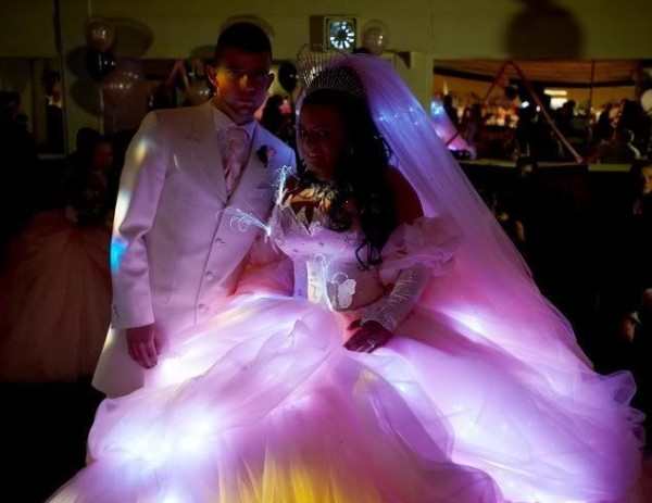 unusual-wedding-dresses-lamp-600x463