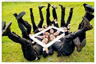 Необычное фото с друзьями жениха
