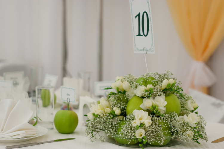 свадьба в стиле яблоки: композиция на стол