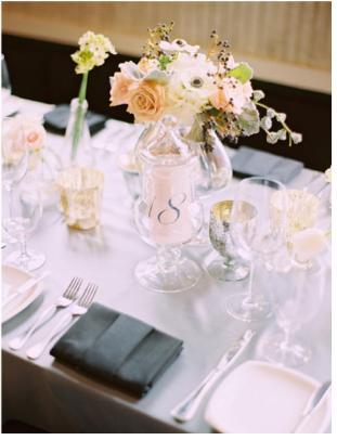 Номер стола на свадьбу в бокале