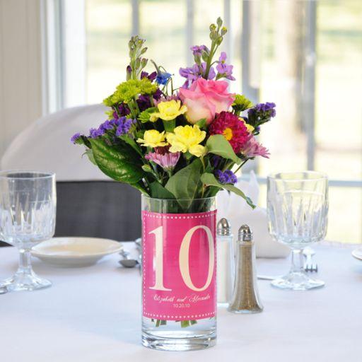 Номер стола на свадьбу в вазе