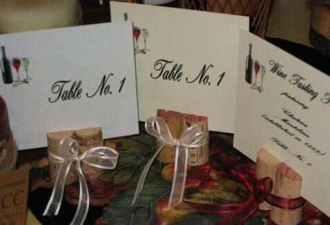 Номер стола на свадьбу: винные пробки