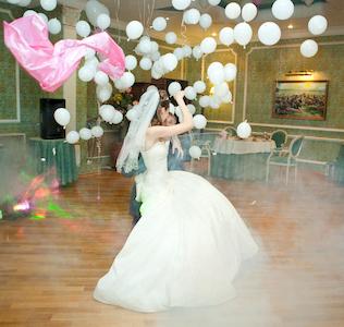 оригинальный свадебный танец: воздушные шары