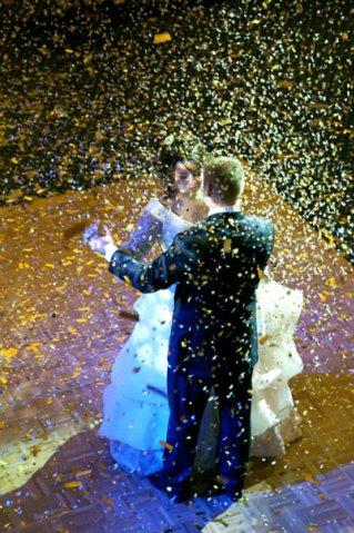 оригинальный свадебный танец: конфети