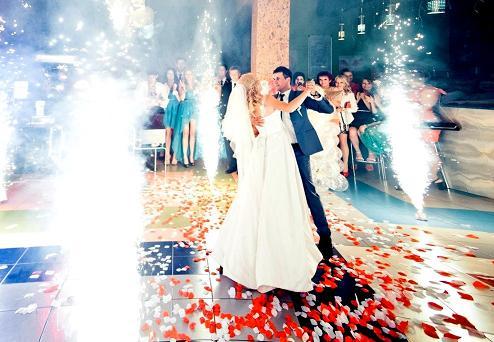 оригинальный свадебный танец с фейерверком