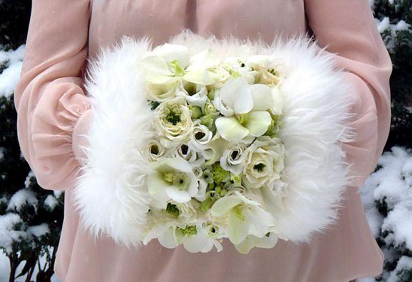 необычный свадебный букет: муфта