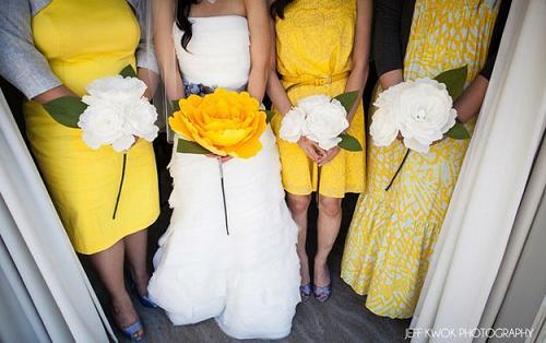 необычный свадебный букет: роза из горированной бумаги