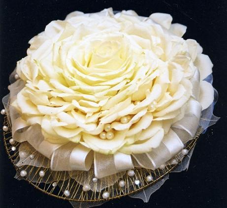 необычный свадебный букет: большая роза