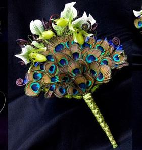 необычный свадебный букет: павлин