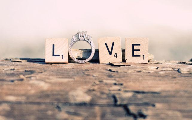 надпись love с обручальным кольцом