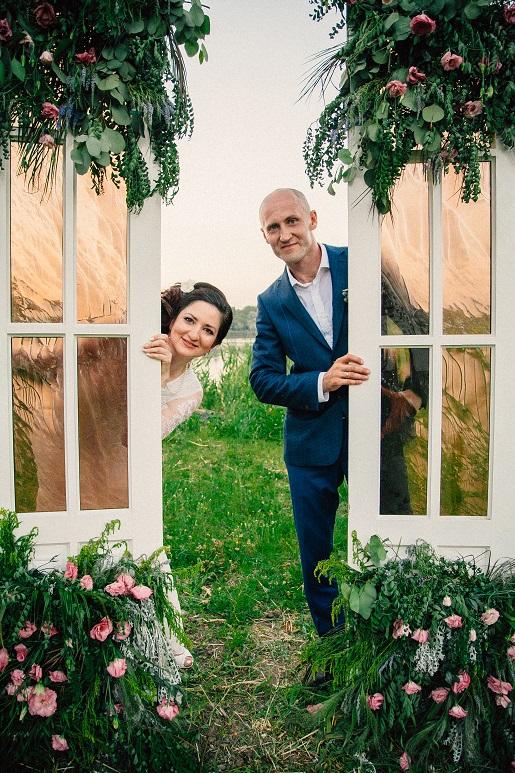 двери на свадьбу, двери-арка на свадьбу, свадебные двери, арка из дверей своими руками